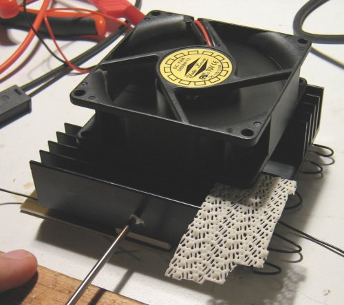 Heatsink with thermocouple.